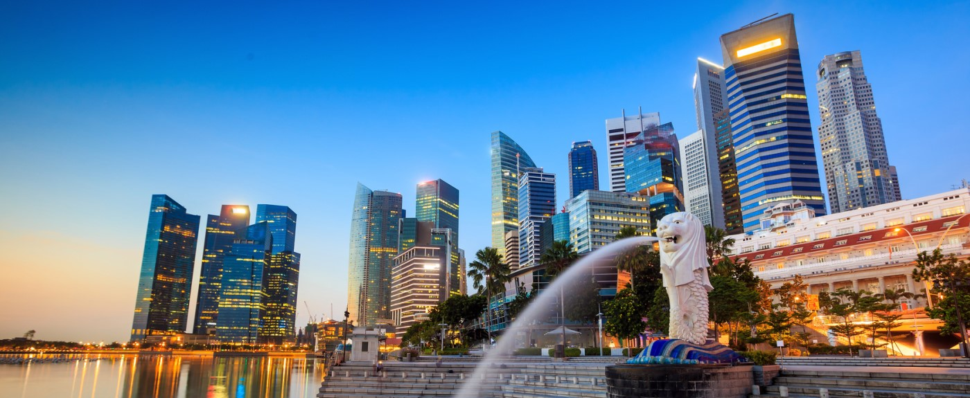 Merlion fountain Singapore skyline